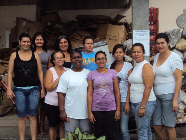 Banco Mujer Unidas Hacia El Progreso Group